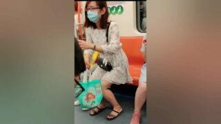 คลิปหลุดแอบถ่าย ใต้กระโปงผู้หญิงบนรถไฟฟ้า BTS