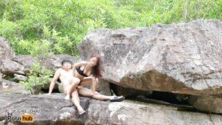 Sex Adventure คู่รักนักท่องเที่ยวชาวไทย ตั้งกล้องแล้วไปเอากันที่โขดหิน บรรยากาศโครตได้