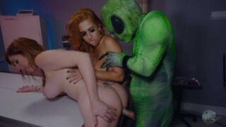 หนังโป้xxx สองสาวแอบเข้าไป Area 51 และต้องเจอมันเอเลี่ยนจอมหื่น เย็ดกัยเธอทั้งสองในห้องทดลอง