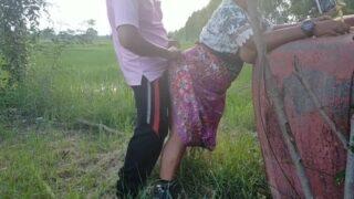 Olyfans18+ พาแม่ไปสวนหลังบ้าน แล้วจับกระเด้าที่หลังบ้าน ลูกเย็ดแม่ กลางแจ้ง