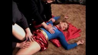 หนังโป๊18+ Supergirl หมดสภาพถูกวายเล่นงานจนสลบ แล้วจับตัวมาที่องค์กรลับ ข่มขืนคาชุดซุปเปอร์ฮีไร่