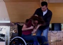 หนังxคนพิการ เพื่อนเลวแอบเข้ามาที่บ้าน ข่มขืนสาวคาวีลแชร์