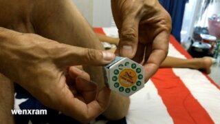 คลิปโป๊ไทย หนุ่มใหญ่ใช้ยาหม่องทาควยให้ชินชาก่อนเย็ดสาวที่พามาซั่มที่ห้อง กระแทกเน้นทุกดอก
