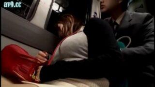 หนังโป๊ jav ลักลับพนักงานสาวญี่ปุ่นบนรถโดยสาร หุ่นอวบนมใหญ่ยั่วใจชายโรคจิตร เธอต้องยอมโดนเย็ดโดยไม่กล้าร้องดัง