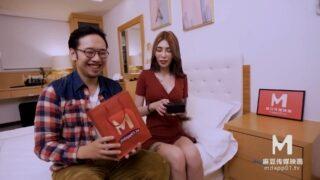 ของขวัญชิ้นใหม่สำหรับสามีสุดที่รัก นางแบบสาวยอมมาหาที่บ้านเพื่อนต้องการให้แฟนตัวเองมีเพศสัมพันธ์ด้วย เย็ดท่าหมากลางห้องโถงบ้าน แล้วซอยถี่จนเสียวหีที่ในครัว