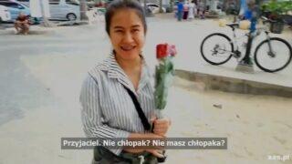 ชวนคนขายดอกกุหลาบที่ชายหาดพัทยา มาเย็ดxxxที่โรงแรม